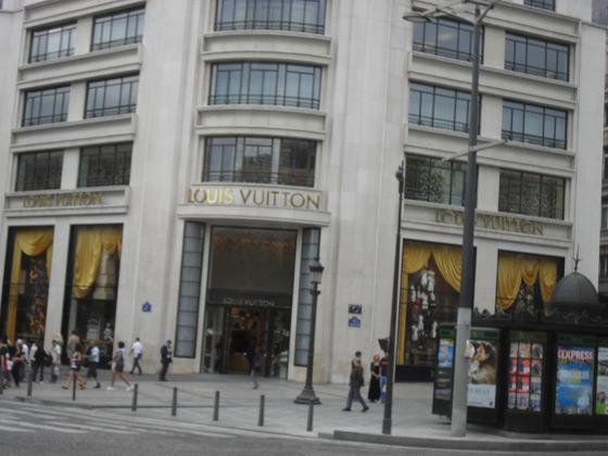 А вот и одно из мест паломничества многих модниц по всему миру...