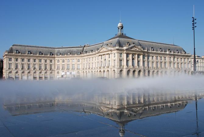 фонтан-зеркало в Бордо