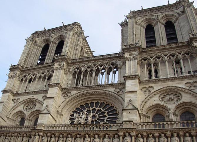 Верхняя часть собора Нотр-Дам