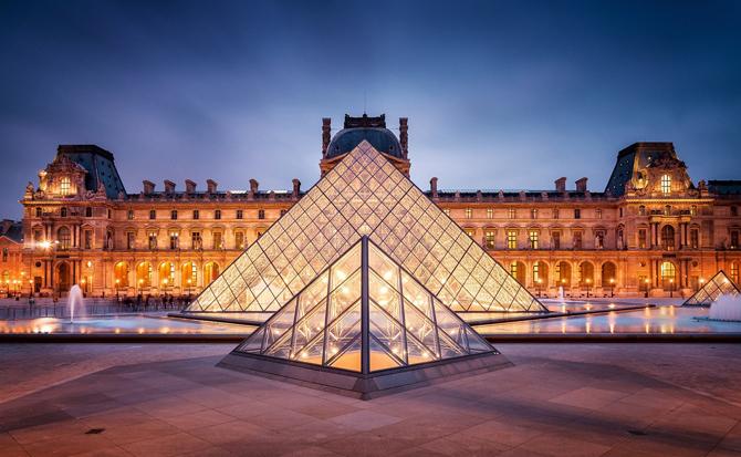 пирамиды перед Лувром