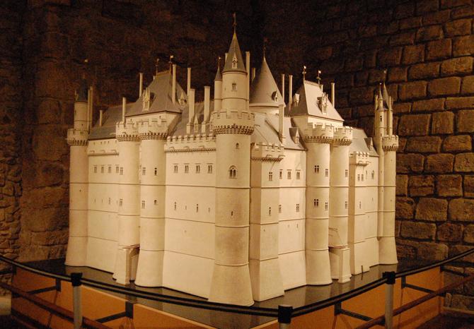 макет Средневекового Лувра