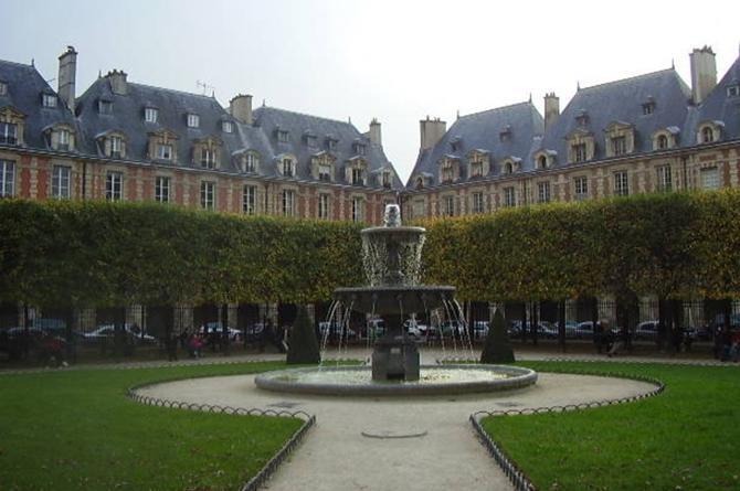 фонтан на площади Вогезов