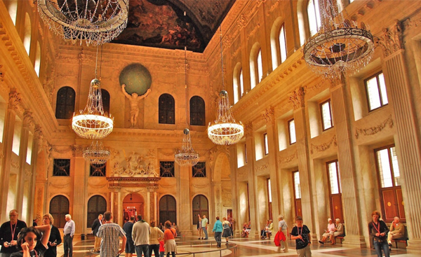 королевский дворец интерьер
