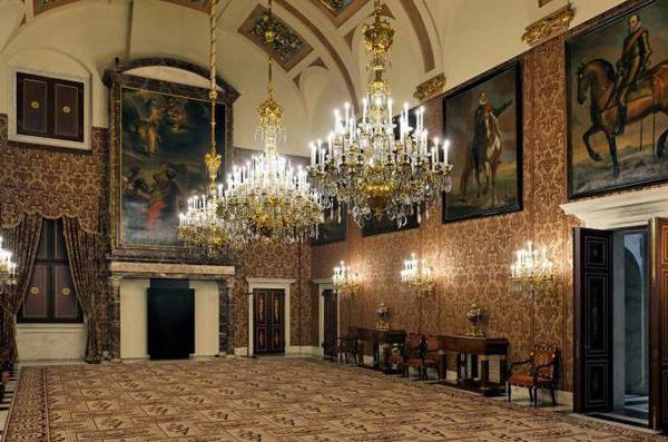 картины и мебель дворца в Амстердаме