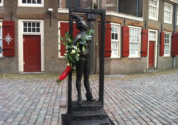 памятник проститутке в Амстердаме