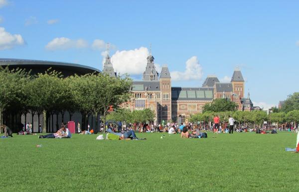 Площадь Museumplein Амстердама