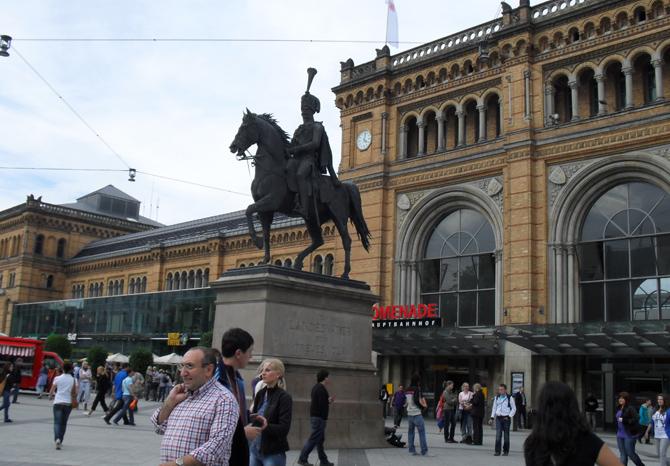 памятник королю Эрнсту Августу